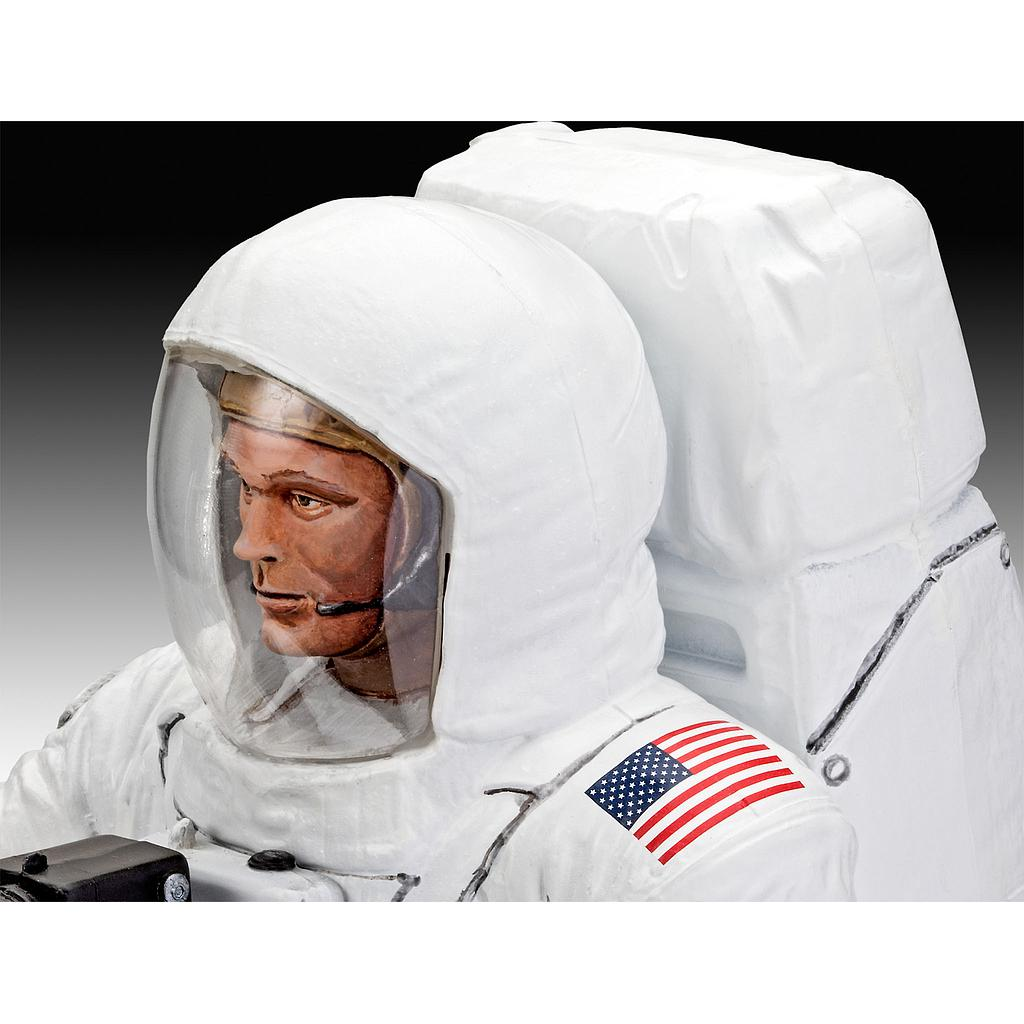 Revell Apollo 11 Astronaut on the Moon 1:8