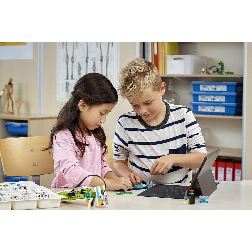 lego_education_wedo_2.0_45300L-2.jpg