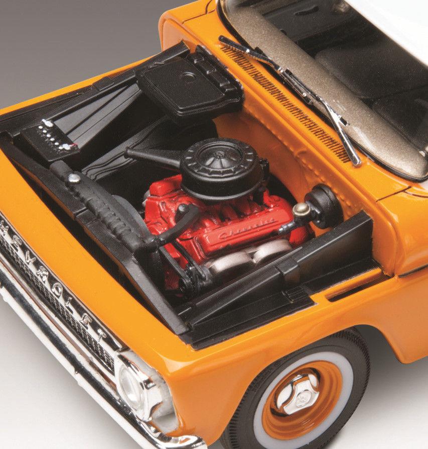 Revell 1966 Chevy Suburban 1:25