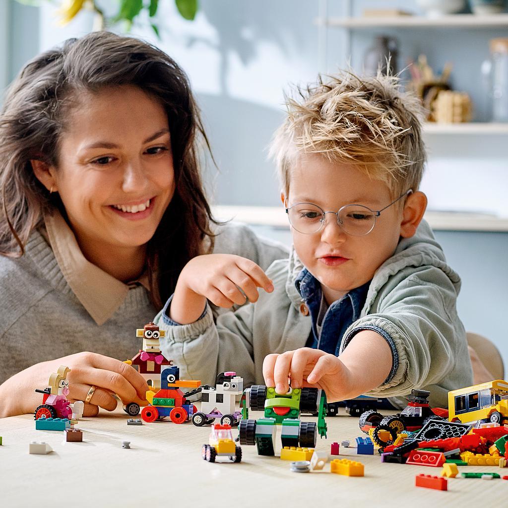 LEGO Classic Klotsid ja rattad